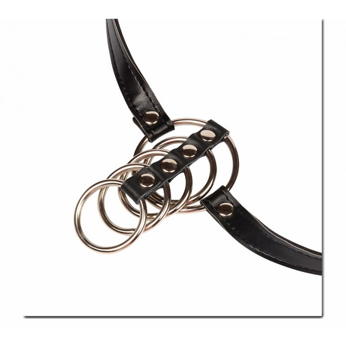 Кожаный фиксатор на пенис с пятью металлическими кольцами
