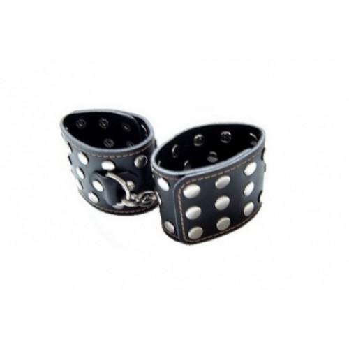 Черные наручники с заклепками